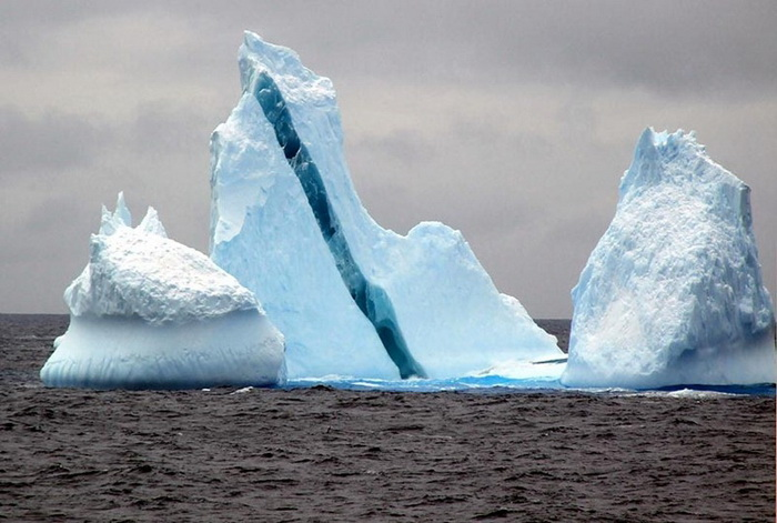 striped-iceberg-5 (700x471, 110Kb)