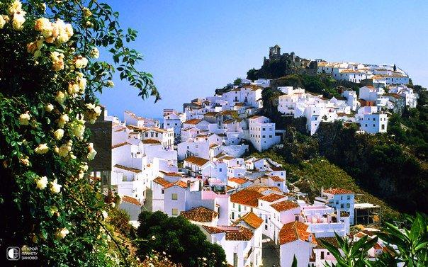Белоснежный Касарес, признанный достоянием человечества за свою гармоничную красоту, Малага, Испания (604x377, 87Kb)