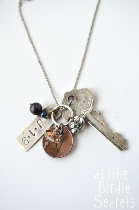 antique key charm necklace (465x700, 129Kb)