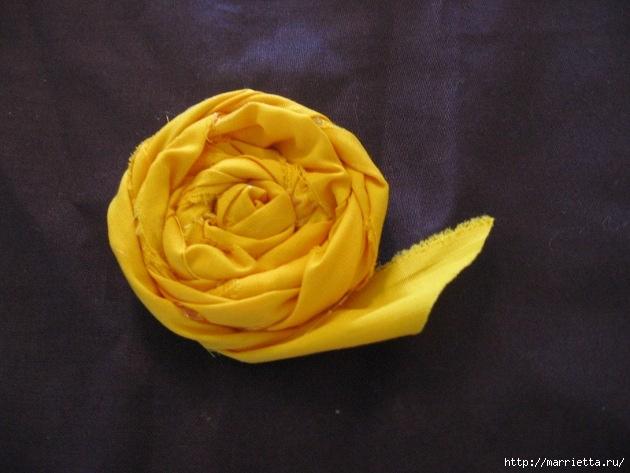 Como-fazer-rosas-com-tecido-desfiado-59 (630x473, 158Kb)