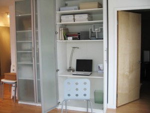turn-cabinet-into-a-mini-home-office-3-500x375-300x225 (300x225, 16Kb)