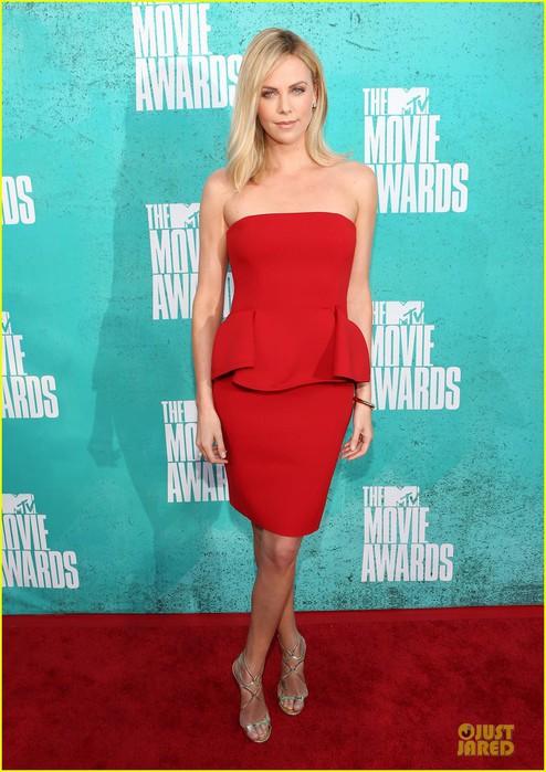 charlize-theron-mtv-movie-awards-2012-05 (494x700, 96Kb)