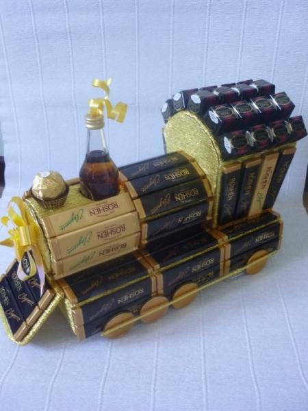 Оригинальные подарки: паровоз из конфет 79