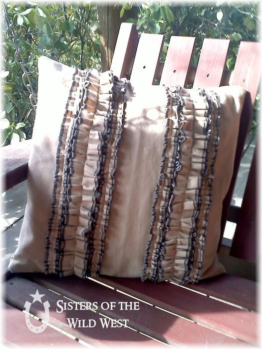 ruffle pillow (525x700, 124Kb)