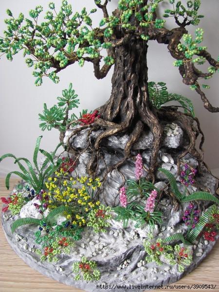 Цветочки под деревом уже приклеены