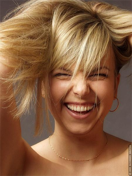 улыбка дев. волосы растрёп. (450x600, 114Kb)