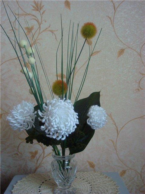 Девочки, нашла описание ранее связанного букета белых хризантем.  К ним подставила декоративные веточки и совсем...