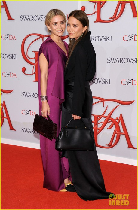 mary-kate-ashley-olsen-cfda-fashion-awards-2012-03 (459x700, 83Kb)