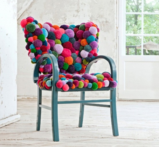 colorful-and-cozy-pompom-chairs-and-rugs-1-554x512 (554x512, 67Kb)