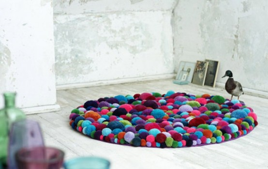 colorful-and-cozy-pompom-chairs-and-rugs-6-554x349 (554x349, 43Kb)