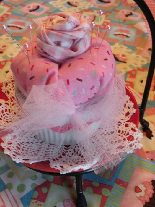 etsy cupcake pin cushions 201 (525x700, 432Kb)