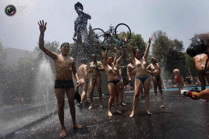 голые велосипедисты фото нудистов 11 (700x466, 146Kb)