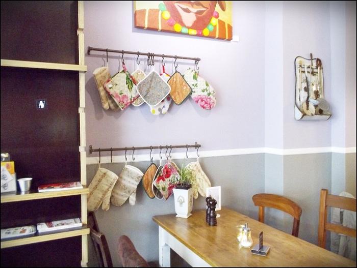 Винтажное кафе в домашнем стиле. Кафе+книги, книги+кафе = замечательная формула.