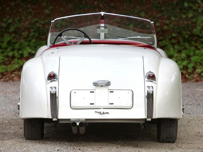 Jaguar XK120 - самая красивая машина 50-х годов 19-го века 5 (700x525, 83Kb)
