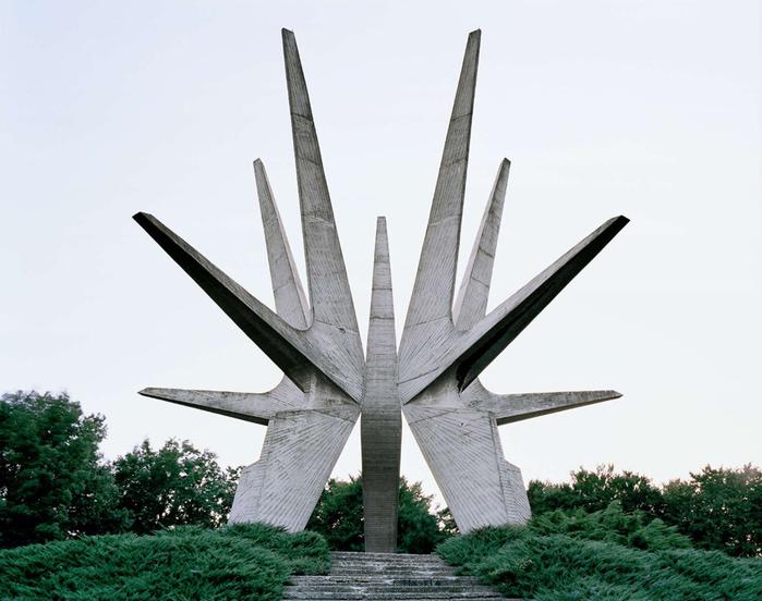 необычные памятники фото 1 (700x552, 193Kb)