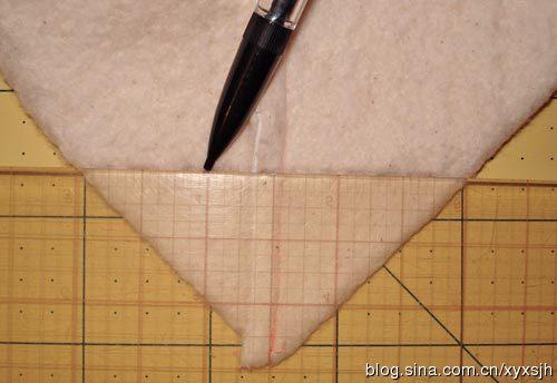 6.Сшиваем сумку. .  Вставьте готовую подкладку внутрь кошелька и выровняйте верхние края.