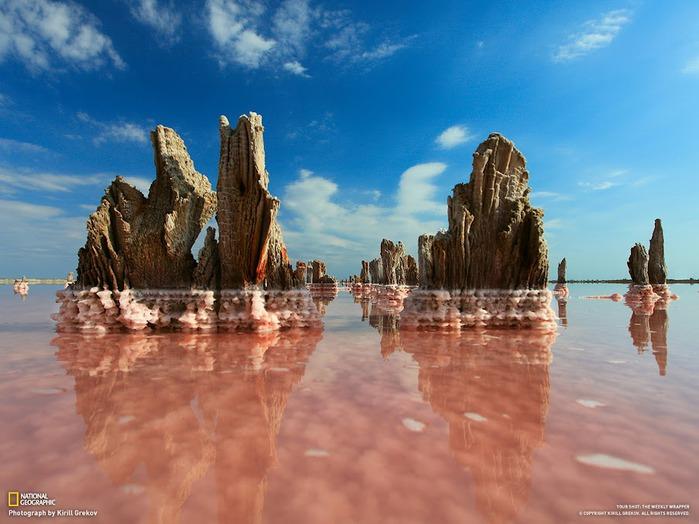 на одном из соленых озер неподалеку от Евпатории в Крыму (700x524, 97Kb)