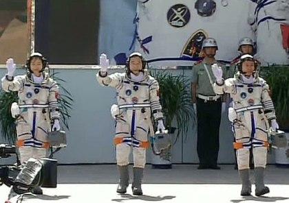 Китайские космонавты (420x296, 35Kb)