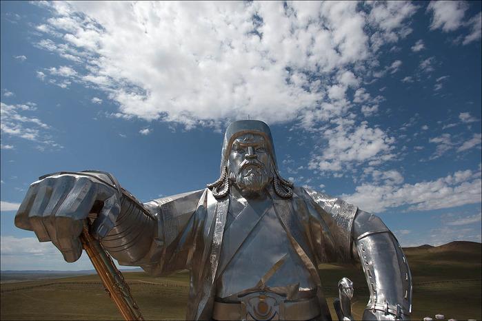 Статуя Чингисхана1 (700x466, 114Kb)