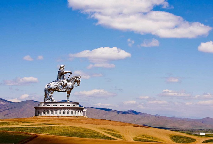 Статуя Чингисхана7 (700x474, 73Kb)