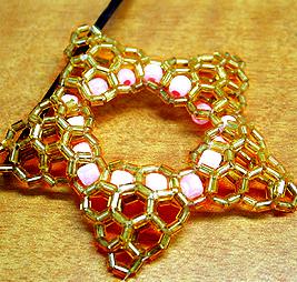Здесь несколько МК по плетению украшений из бисера.  Есть кольцо, серьги, браслет, кулон.  Удачного рукоделия!