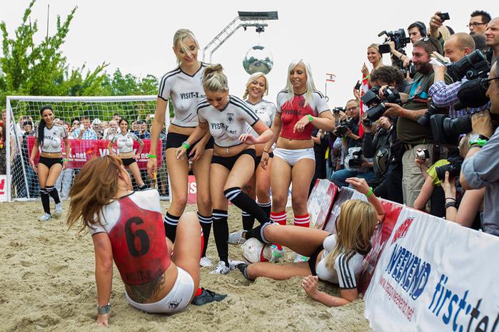 женский футбол фото 4 (700x466, 183Kb)