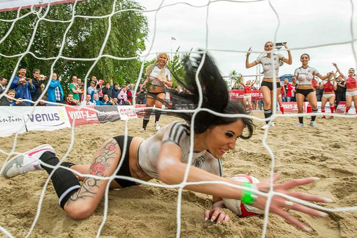 женский футбол фото 8 (700x466, 187Kb)