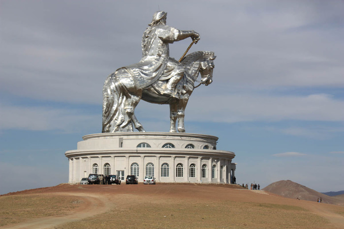 статуя чингисхана монголия 2 (700x466, 72Kb)