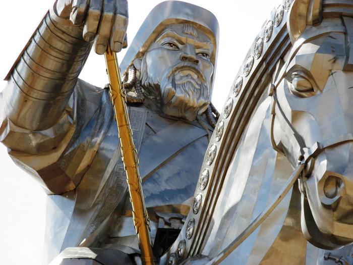 статуя чингисхана монголия 4 (700x525, 409Kb)