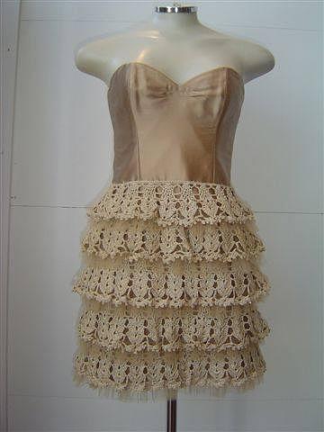 Платье в рюшами крючком
