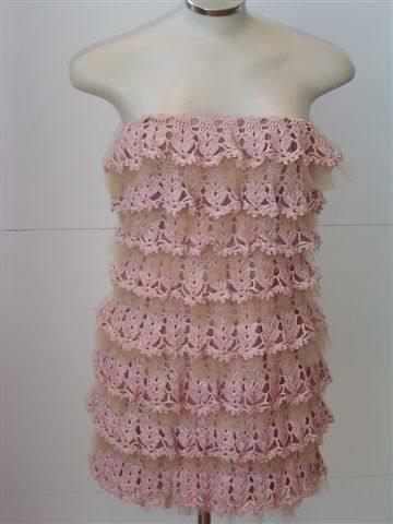 Платье в оборками крючком