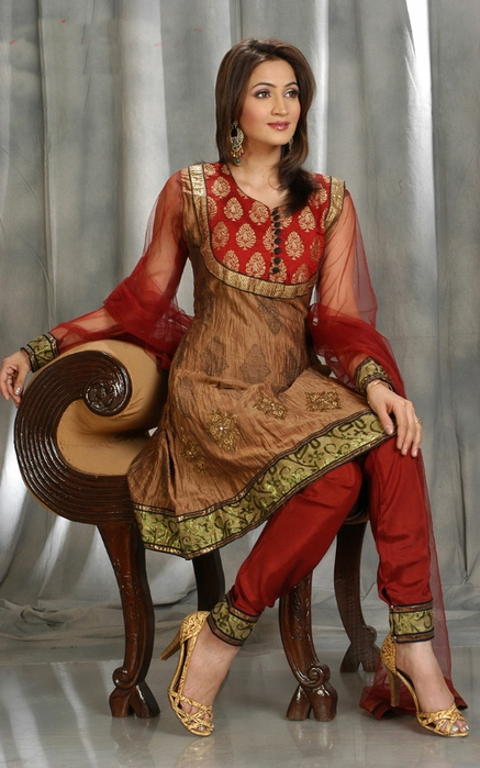 Amazing-Anarkali-Fashion-Frocks-in-2012-3 (437x700, 236Kb)