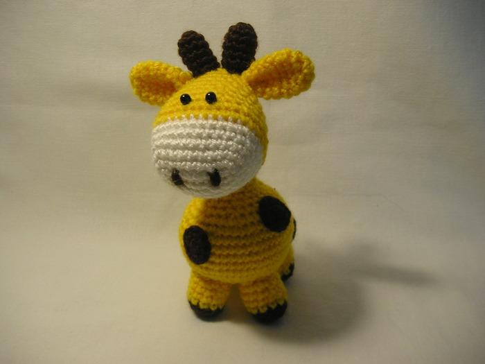 Игрушка вязаный жираф.