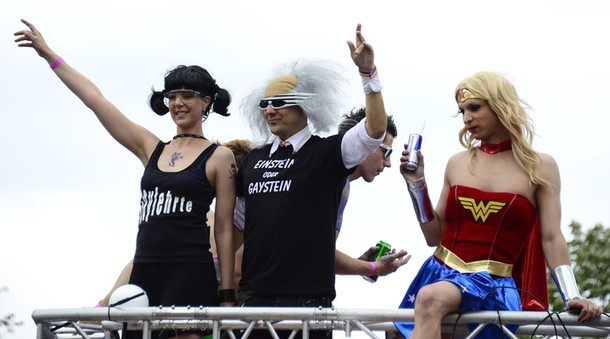 ���������-����� ����� � ������� (Christopher Street Day parade in Berlin), 23 ���� 2012 ����./2270477_122 (610x339, 48Kb)