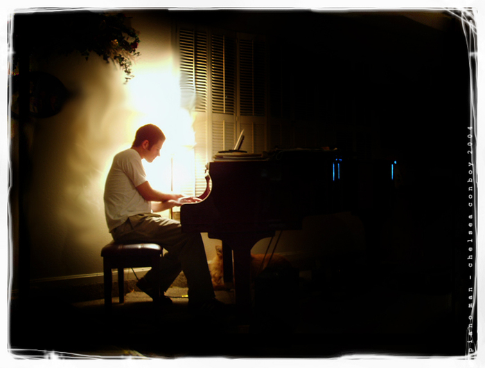 4771053_47113942_piano_man (700x532, 180Kb)