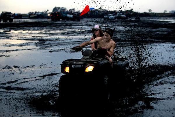 Фестиваль любителей грязи в Окичоби