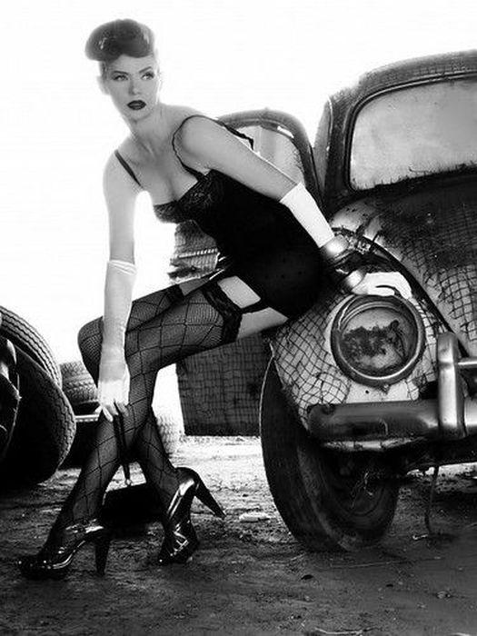 Ножки и автомобили - фотографии девушек