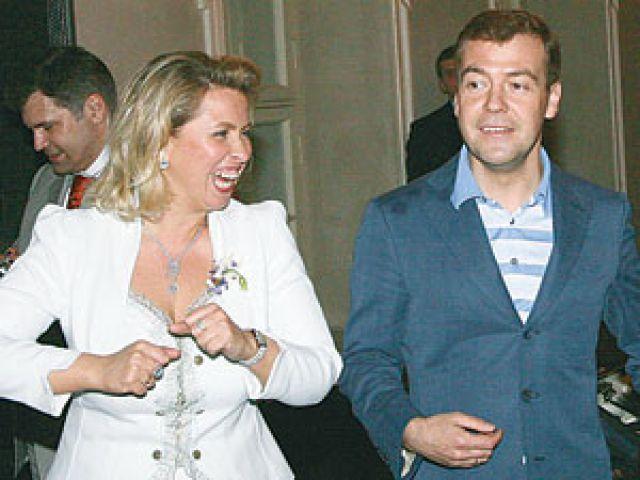 Когда Дмитрий Медведев с супругой Светланой были в Миланепозвонили