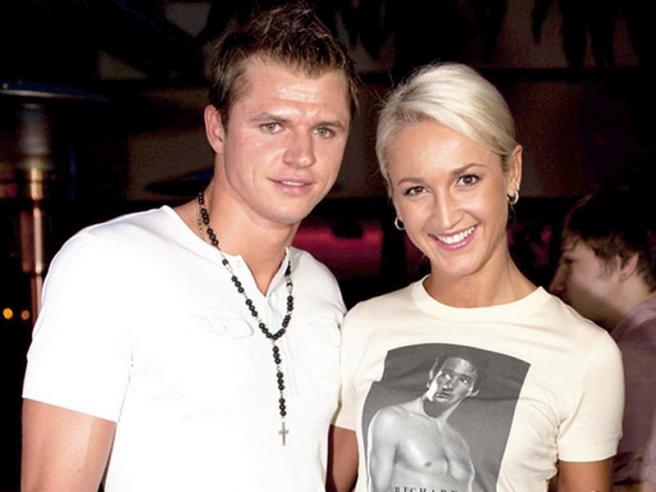 Дмитрий Тарасов оставил Ольгу Бузову сразу после свадьбы.