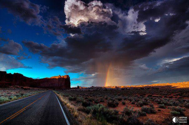 Дождь и радуга в Долине Монументов, США (604x400, 40Kb)