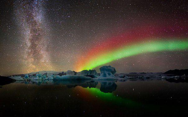 Млечный путь и северное сияние над ледником Йокульсарлон в Исландии (604x376, 38Kb)