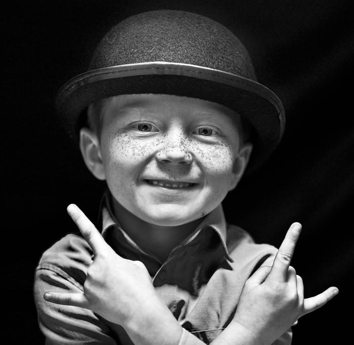 мальчик в шляпе с веснушками (700x681, 260Kb)