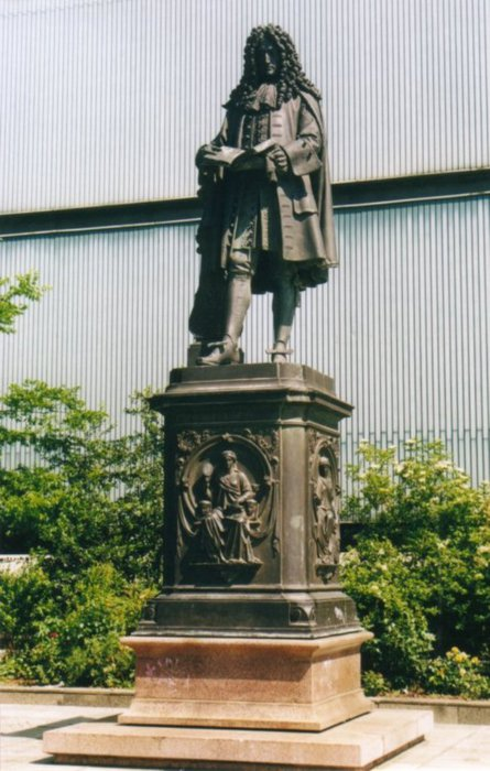 Leibniz-Denkmal (445x700, 74Kb)