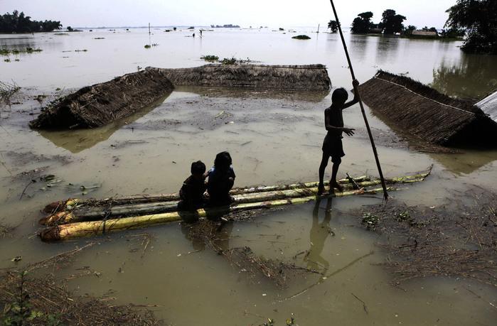 наводнение в индии 2 (700x459, 122Kb)