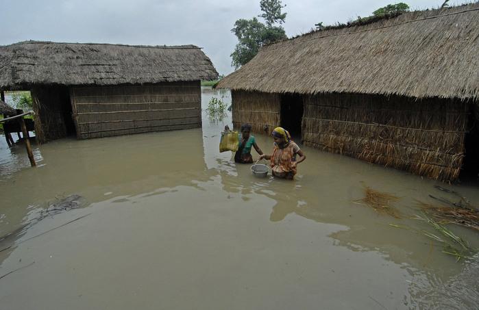 наводнение в индии 4 (700x453, 98Kb)