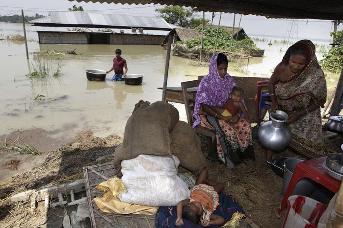 наводнение в индии 9 (700x466, 155Kb)