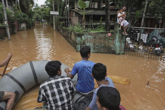 наводнение в индии 12 (700x466, 138Kb)