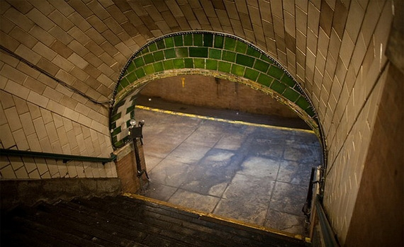 заброшенная станция метро в нью-йорке8 (570x349, 136Kb)