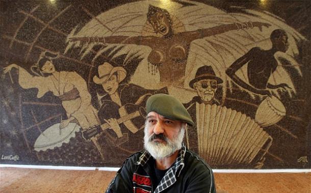 мозаика из кофейных зерен Саимир Страти (610x379, 47Kb)