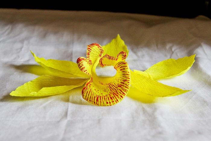 Мастер класс орхидея из гофрированной бумаги и конфет своими руками 35